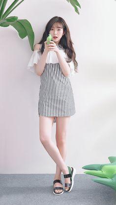 Find Red Velvet Clothing KPOP for an affordable price New Red Velvet Fashion Collection Out Now! Shared by Background phone Red Velvet アイリーン, Red Velvet Irene, Kpop Fashion, Korean Fashion, Girl Fashion, Mode Ulzzang, Ulzzang Girl, Seulgi, Korean Girl
