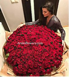 Bouquet of Premium 500 Pure Red Roses. Luxury Flowers, My Flower, Pretty Flowers, Boquette Flowers, Roses Luxury, Red Rose Bouquet, Hand Bouquet, Flowers Online, Runway Models