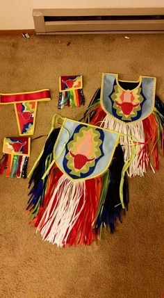 Grass outfit by Drea's Creations Native American Regalia, Native American Clothing, Native American Beading, Baby Boy Moccasins, Sewing Crafts, Sewing Projects, Powwow Regalia, Ribbon Shirt, Pow Wow