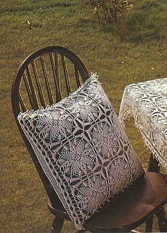 Square motifs for pillows, tablecloths, napkins, bedspreads ...