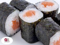 LA MEJOR COMIDA JAPONESA EN POLANCO. Uno de las derivaciones de sushi es el rollo Hosomaki (細巻き), el cual normalmente mide dos centímetros de espesor y dos centímetros de largo. Se elaboran generalmente con un sólo relleno, debido a su pequeño tamaño. En Restaurante Kazuma, le sugerimos probar nuestros exquisitos Hosomakis de chamoy, atún, pepino y atún con cebollín. Le invitamos a deleitarse con éste y otros platillos en Julio Verne #38, Colonia Polanco. #comidajaponesa