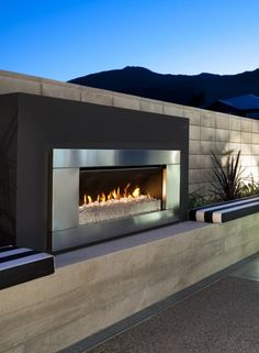 Modern Outdoor Fireplaces Pictures