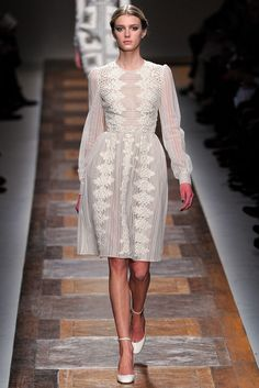 Valentino Fall 2012 Ready-to-Wear Fashion Show - Sigrid Agren (Elite)