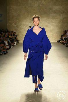 @mariaelenavillamil  #mujereseneljardin #romanticismo #feminidad  #vibroconlamoda #colombiamods2017  🍃👏🍃👏🍃👏🍃 Designer Collection, Milan, Fashion Show, Runway, Shirt Dress, Shirts, Dresses, Walkway, Romanticism