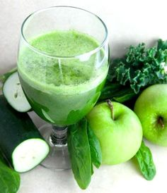 Green Detox Juice This recipe makes approximately two 8 ounce servings. 5 stalks of Kale or Spinach 3 Apples 1 Lemon 1 Cucumber juicing recipes Green Juice Recipes, Healthy Juice Recipes, Juicer Recipes, Healthy Detox, Healthy Juices, Healthy Drinks, Easy Detox, Canning Recipes, Detox Foods