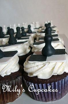 Cake Decorating Videos, Birthday Cake Decorating, Birthday Cakes For Men, Birthday Cupcakes, Fondant Cupcakes, Cupcake Cakes, Chess Cake, Fondant Decorations, Cake Business