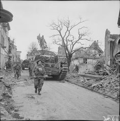Churchill tanks of 6th Guards Tank Brigade and infantry of the 2nd Gordon Highlanders in Kleve, 11 February 1945.