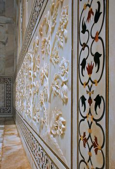 built from iridescant white marble and inlaid with semi=precious stones, the Taj Mahal is an incredible structure that really doesn't look like it was built between 1631 and Mughal Architecture, Ancient Architecture, Beautiful Architecture, Architecture Details, Taj Mahal Interior, Marble Art, White Marble, Mughal Paintings, Aesthetic Space