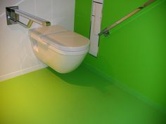 Mooi groen is niet lelijk! Groene #gietvloeren op het invalide #toilet Bathtub, Bathroom, Standing Bath, Washroom, Bathtubs, Bath Tube, Full Bath, Bath, Bathrooms
