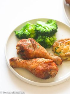 Baked Crispy Chicken Legs - A few simple tricks makes this chicken legs crispy on the outside, tender and juicy on the inside, and ridiculously flavorful. Crispy Baked Chicken Legs, Baked Bbq Chicken Wings, Chicken Leg Recipes, Oven Fried Chicken, Cooked Chicken, Cabbage Recipes, Keto Chicken, Fried Drumsticks, Keto Recipes