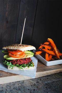 Supersaftige veggis-burgere m. Salmon Burgers, Hamburger, Sandwiches, Vegetarian, Ethnic Recipes, Food, Essen, Burgers, Meals