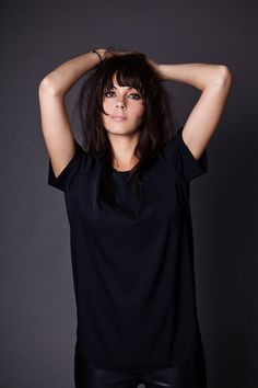 Delila Paz, singer/bassist (The Last Internationale) Julia Roberts, Singer, T Shirts For Women, Lifestyle, Pretty, Cute, People, Hair, Rock