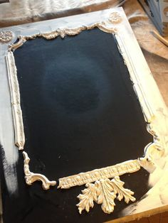 Vintage_decor_mould_chalkboard