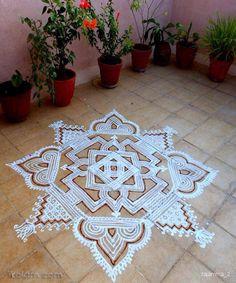 Free Hand Rangoli Design, Rangoli Ideas, Rangoli Designs With Dots, Rangoli Designs Diwali, Rangoli Designs Images, Diwali Rangoli, Rangoli With Dots, Beautiful Rangoli Designs, Simple Rangoli