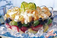 Салат фруктовый со взбитыми фруктами