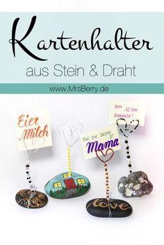 http://mrsberry.de DIY | Diese selbstgemachten Kartenhalter aus Steinen & Draht sind eine hübsche Geschenkidee zum Muttertag, dienen als individuelle Bilderhalter für Fotos oder sind als Tischkartenhalter ein Blickfang auf dem gedeckten Hochzeitstisch.