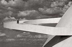 Oscar Niemeyer in Brasilia. photo by Olaf Heine Oscar Niemeyer, Amazing Architecture, Interior Architecture, London Photos, Brutalist, Olaf, Inspiration, Black And White, National Museum