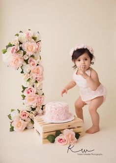 Trendy Ideas Baby First Birthday Decorations Smash Cakes 1st Birthday Photoshoot, 1st Birthday Party For Girls, 1st Birthday Cake Smash, Birthday Ideas, First Birthday Decorations Girl, Birthday Parties, Birthday Cake Table Decorations, First Year Birthday, 1st Birthday Outfit Girl