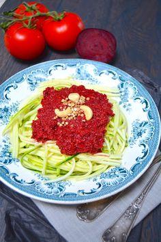 Rosenoisettes: Spaghetti crus de courgette et sauce tomate - bett...