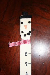 Fun family craft project! Reuse paint stirring sticks to make a snowman ruler or snow gauge for your garden. All you need is paint, sharpies and a little creativity.