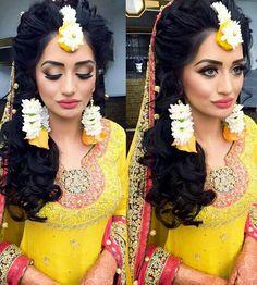 Mehendi look for the bride Desi Wedding, Wedding Beauty, Wedding Looks, Wedding Ideas, Bridal Mehndi Dresses, Bridal Wedding Dresses, Pakistani Wedding Outfits, Pakistani Bridal, Asian Inspired Wedding
