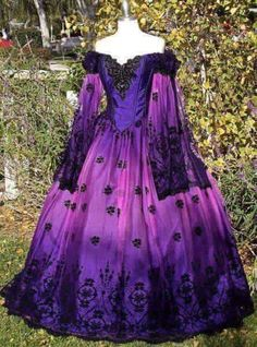 Ombre Gothic Fairy Fantasy Wedding Gown Purple/Pink In Stock Size Medium One of a Kind - I just love absolutely everything about this beautiful dress Vestidos Vintage, Vintage Gowns, Vintage Outfits, Renaissance Dresses, Medieval Dress, Renaissance Wedding, Beautiful Gowns, Beautiful Outfits, Pretty Outfits