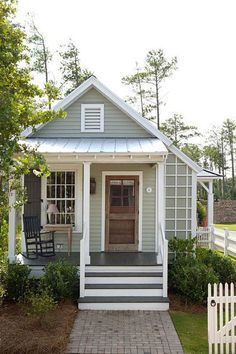 Studio Style Cottage with First Floor Bedroom This is a 493 sq. studio style cottage with a first floor bedroom designed by Our Town Plans. When you go inside, you'll find a one-level floor plan (no sleeping loft) with a bedroom, rea… Small House Living, Cottage Living, Cottage Homes, Country Living, Tiny Guest House, Small Guest Houses, Simple Living, Tiny House Shed, Guest House Cottage