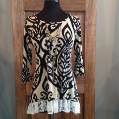 This bold print tunic will surely have you standing out in the crowd.- 96% Polyester 4% Spandex- Hand Wash- Loose Fit- Made in the USA