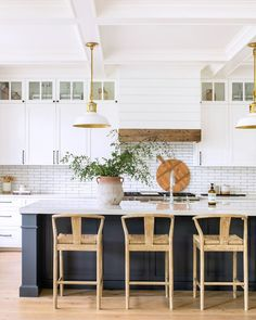 Home renovation not only helps in enhancing the overall appearance of the living place but also adds strength to the property. Astounding Home Renovation Ideas Interior and Exterior Ideas. Classic Kitchen, New Kitchen, Beach House Kitchens, Home Kitchens, Coastal Kitchens, Bright Kitchens, Dream Kitchens, Home Renovation, Home Remodeling