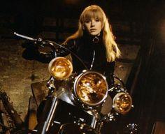 女性もバイクに乗るとかっこいい!ガールズバイカー☆