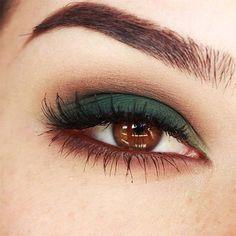 Maquillaje verde para los ojos marrones