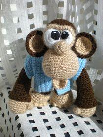 En färdig amigurumi vid namn Chuck the Monkey. Jätte rolig att virka! Mönster kommer från Delicious Crochet . Helt fantastiskt fina mönster ...