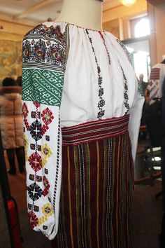 Буковина Folk Costume, Costumes, Sari, Blouse, Shirts, Outfits, Ideas, Dresses, Style