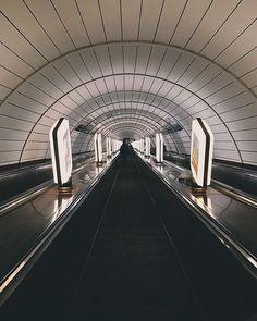 Чрезвычайно длинные эскалаторы