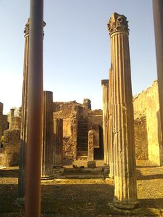 Ruins of Pompei, near Napoli, Italia--> One of my favorite towns in Italy because it is well preserved from the volcanic eruption in 79 A.D.