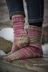 Pujoliivi: Lahjakimara I Cool Socks, Awesome Socks, Socks And Heels, Ravelry, Knitting Patterns, Knit Crochet, Warm, Handmade, Clothes