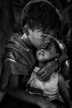 Nice to meet you. Poverty Photography, Emotional Photography, War Photography, Photography Business, Children Photography, Poor Children, Precious Children, Beautiful Children, Black And White Portraits