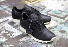 The Reebok Classic Leather has found itself in a crossfire! Check out the Horween x Reebok Classic Leather Lux and let us know what you think.