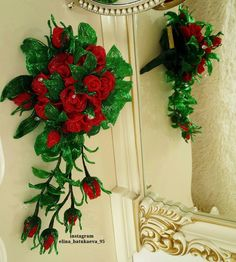 Одноклассники French Beaded Flowers, Wire Flowers, Beaded Bouquet, Angel Wing Earrings, Loom Beading, Wedding Bouquets, Marie, Christmas Wreaths, Projects To Try