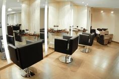 This salon gives off a soft and warm ambiance with the cream colors and wood trim Pale Yellow Walls, Blue Walls, White Walls, Hair Salon Interior, Salon Interior Design, Salon Design, Interior Ideas, Natural Hair Salons, Natural Hair Styles