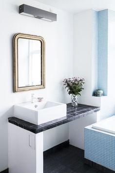 Spice det monotone udtryk på badeværelset op med farverige fliser og accessories i lækre farver og materialer. Find masser af inspiration i galleriet her.