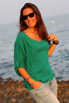 Josune de Mi Moda Me Quiere con nuestra pulsera de calavera con swarovski by MAR BCN, ver aquí:  http://www.marbcnshop.com/es/pulseras/64-berlin-dorada.html