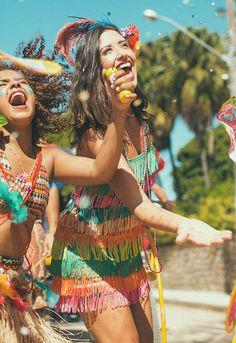 Farm lança linha de fantasias de carnaval cheia de bossa e brasilidade