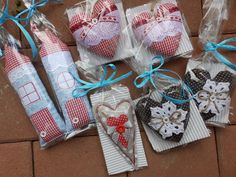 Gift Wrapping, Paper Wrapping, Wrapping Gifts, Gift Packaging, Wrap Gifts