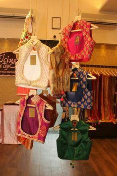 Koti Sari Blouse Designs, Designer Blouse Patterns, Blouse Styles, Shirt Designs, Sexy Blouse, Saree Blouse, Blue Lehenga, Indian Prints, Indian Sarees