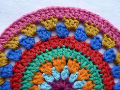 Karin to the hook: Stool Manta Crochet, Crochet Granny, Free Crochet, Knit Crochet, Crochet Hats, Baby Knitting Patterns, Stool Covers, Yarn Needle, Mandala Design