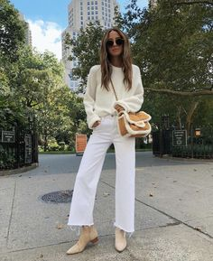 Something Navy, Arielle Charnas, Street Style Inspiration, Fall Fashion Cropped Jeans Outfit, Flare Jeans Outfit, White Pants Outfit, Jeans Outfit Winter, White Outfits, Fall Winter Outfits, Autumn Winter Fashion, Trendy Outfits, Fashion Outfits