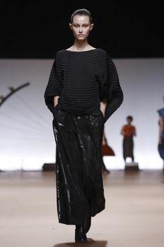 Issey Miyake Ready To Wear Fall Winter 2014 Paris - NOWFASHION