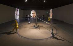 """Bruce Nauman - """"Carousel"""" et """"Anthropology"""" - Fondation Cartier"""