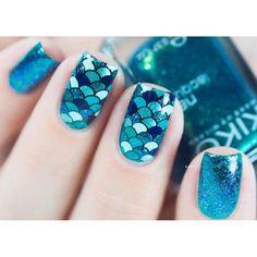 « (idée inspirée d'un nail art de @manicurity) #nailart #reversestamping #creativeshopstamper #pshiiitboutique»